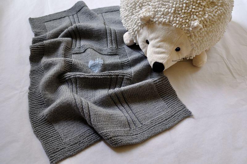 modele de couverture tricot pour bebe gratuit 9. Black Bedroom Furniture Sets. Home Design Ideas