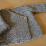 modele tricot bébé cache coeur #10