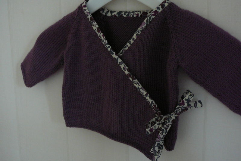 modele tricot bébé cache coeur #14