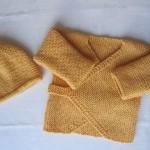 modele tricot bébé cache coeur #15