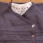 modele tricot bébé cache coeur #16