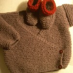 modele tricot bébé cache coeur #7