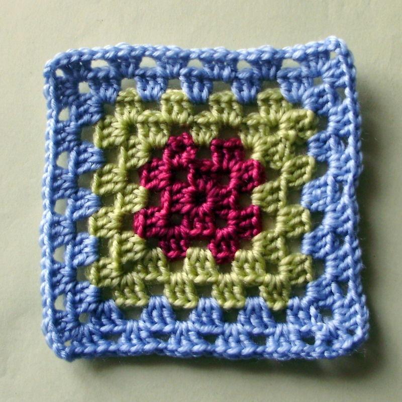 photo tricot modèle tricot bebe quentinho 14