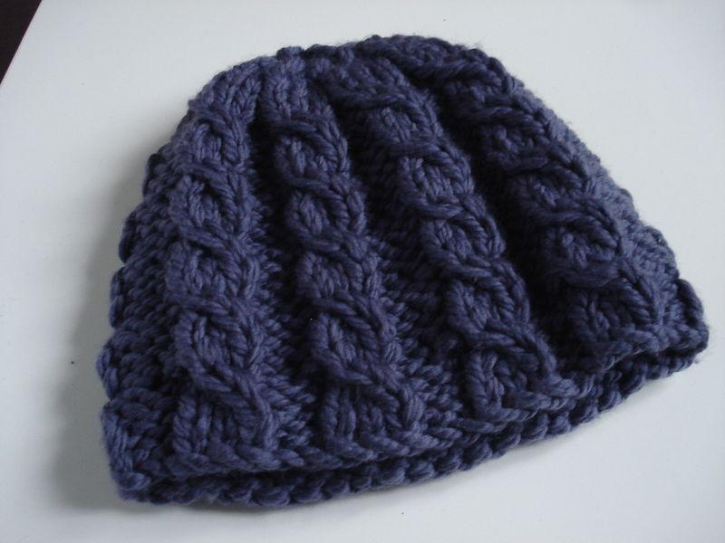 comment tricoter un bonnet a torsades. Black Bedroom Furniture Sets. Home Design Ideas