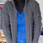 photo tricot modèle tricot gilet capuche fille 17