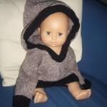 photo tricot modèle tricot gilet capuche fille 18