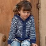 photo tricot modèle tricot gilet capuche fille 2
