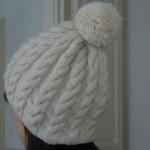 photo tricot modele tricot bonnet femme torsade 17