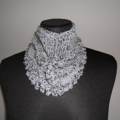 photo tricot modèle tricoté tour de cou main 2