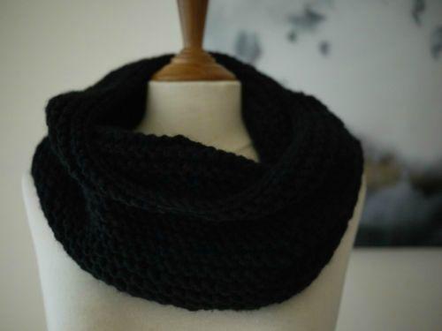 photo tricot modèle tricoté tour de cou main 7