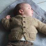 photo tricot modèle tricot bébé top down 14