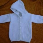 photo tricot modèle tricot gilet capuche bébé 10