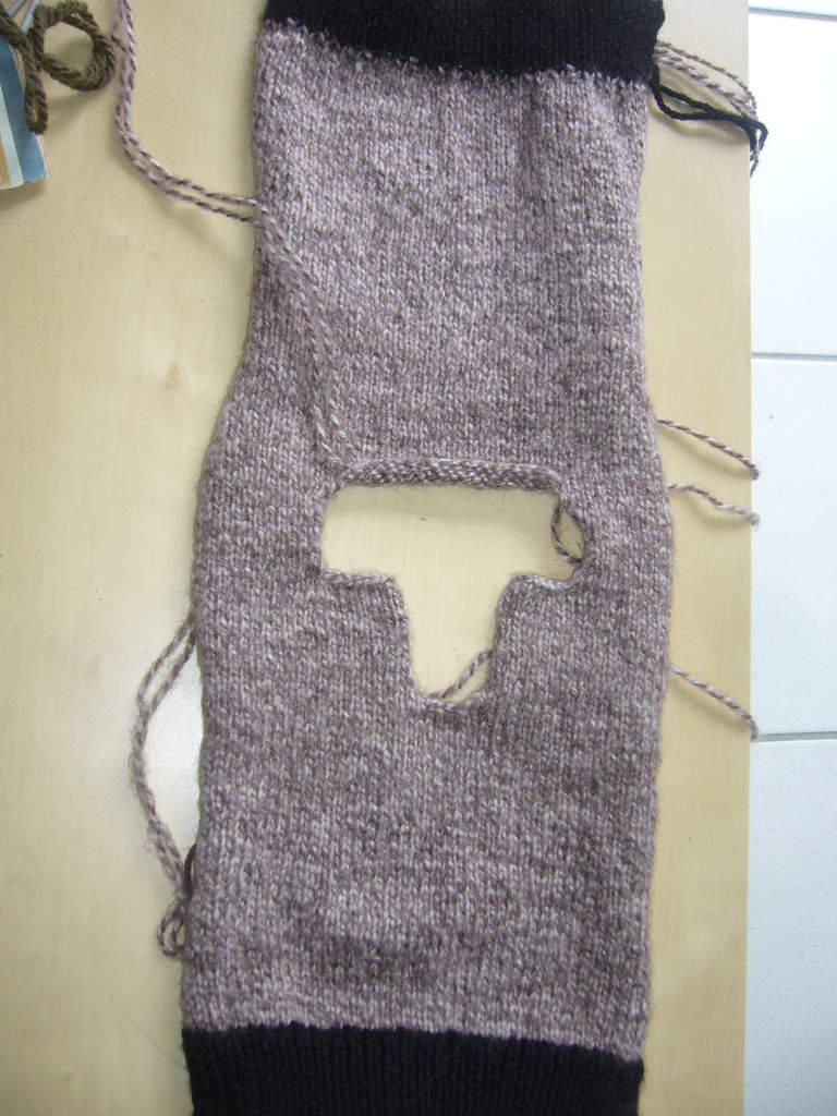 photo tricot modèle tricot gilet capuche bébé 16