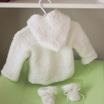 photo tricot modèle tricot gilet capuche bébé 4