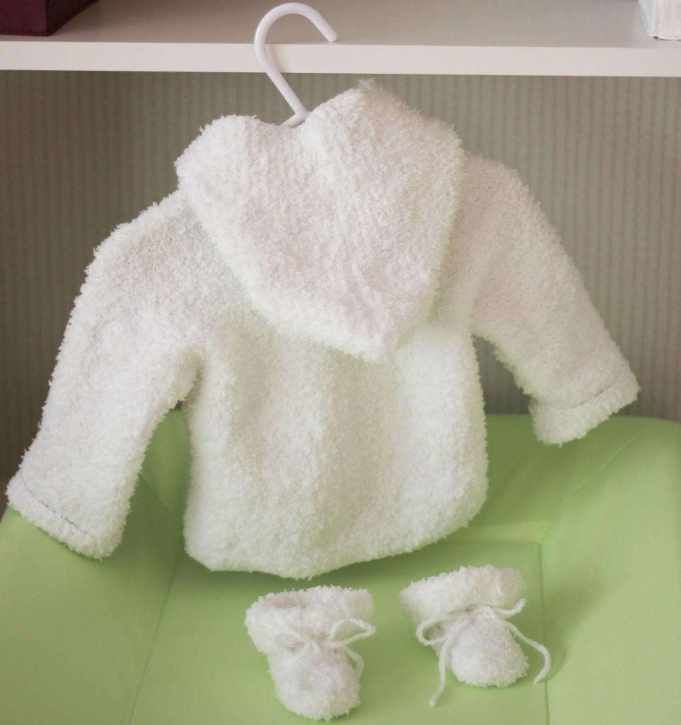 modèle tricot gilet capuche bébé