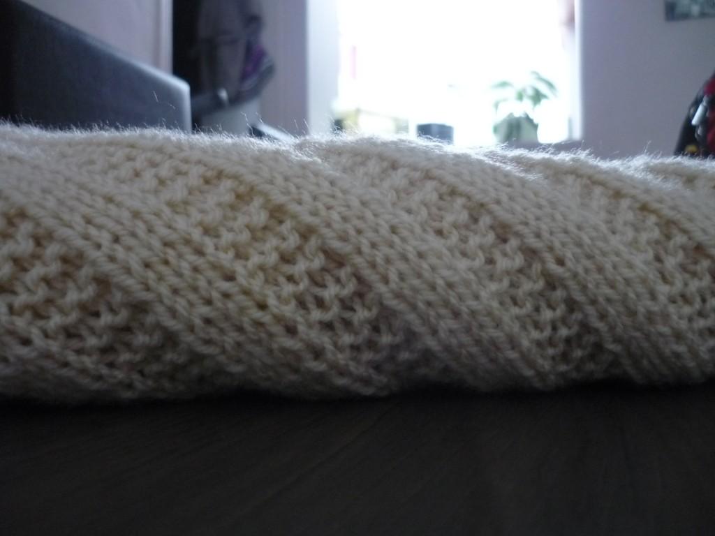 photo tricot modèle tricoter bébé une couverture 15