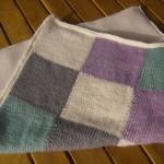 photo tricot modèle tricoter bébé une couverture 3