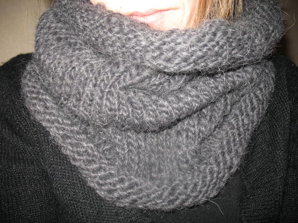 photo tricot modèle tricoter tour de cou circulaires 12