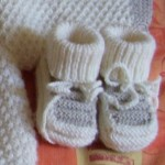 photo tricot modele tricot bebe chaussons 18