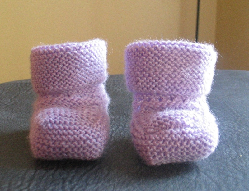 photo tricot modele tricot bebe chaussons 2