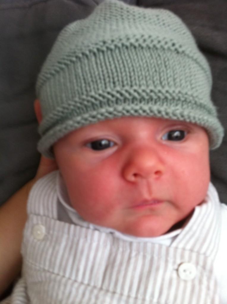 photo tricot modele tricot bonnet bebe naissance 2