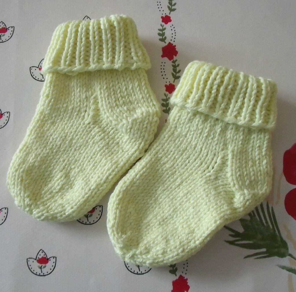 photo tricot modele tricot facile chaussette 17