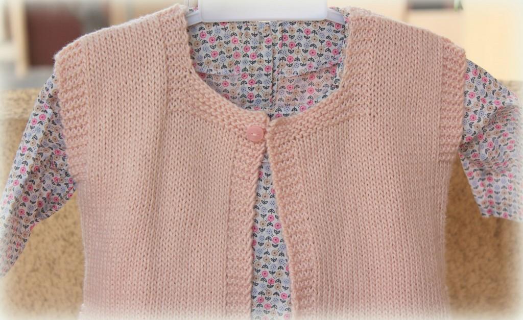 photo tricot modele tricot pull sans manche bebe 13