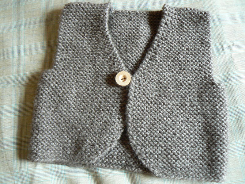 photo tricot modele tricot pull sans manche bebe